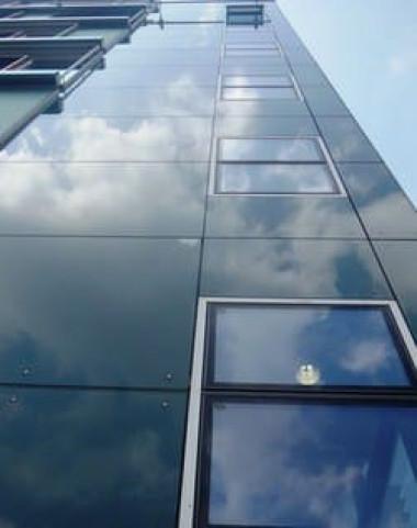 Облицовка стеклом на коннекторах